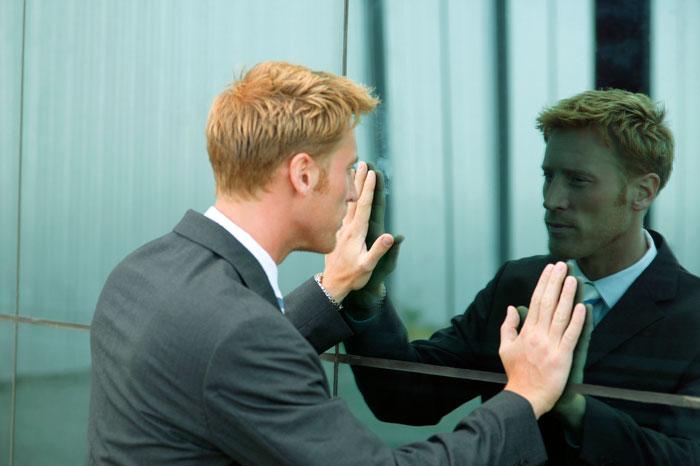 خودگوییهای منفی و منتقدانه به خود