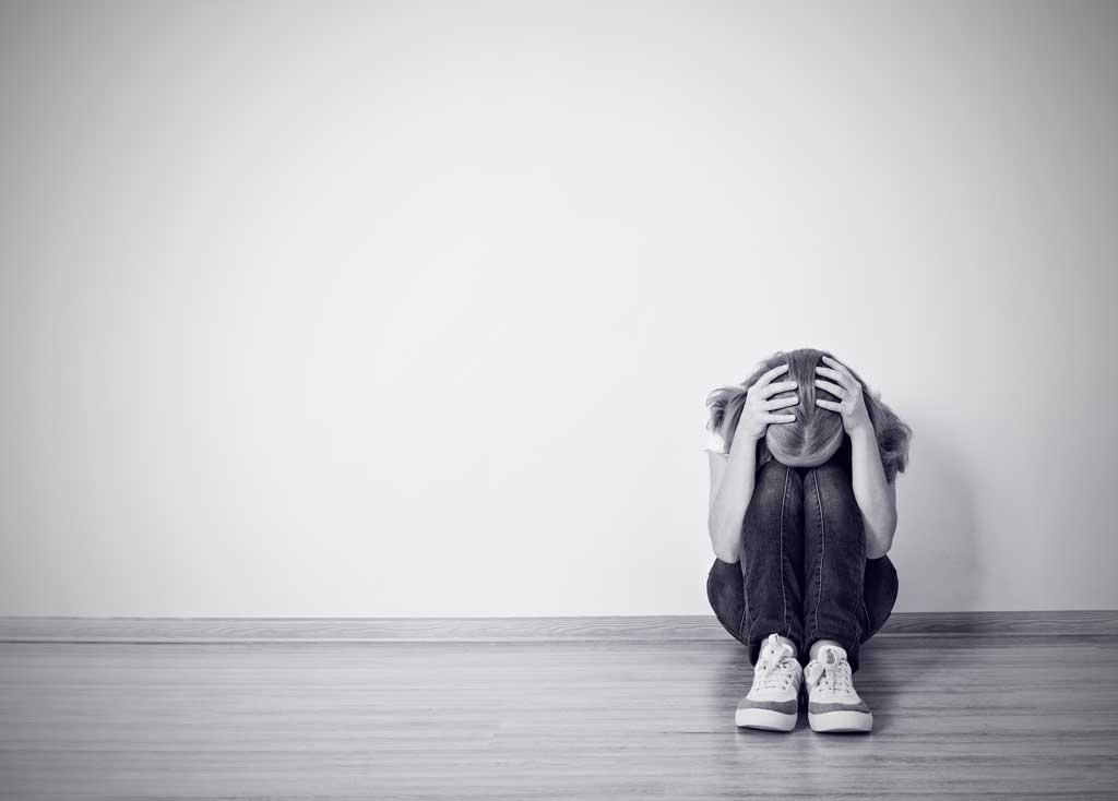 افسردگی نوجوانان: چگونه تشخیص دهیم نوجوانمان از افسردگی رنج میبرد و چطور می توانیم به او کمک کنیم؟