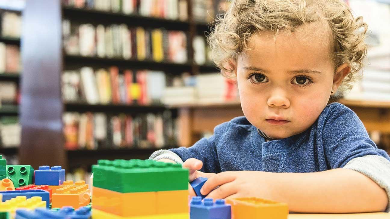 ۴ نشان اولیه ی اوتیسم که تمام والدین باید بشناسند
