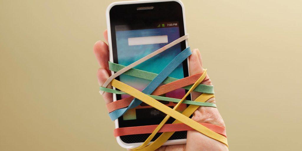 اعتیاد به شبکه های اجتماعی جزو بدترین عادتها: ۶ تاثیر شبکه های اجتماعی روی سلامت روان ما