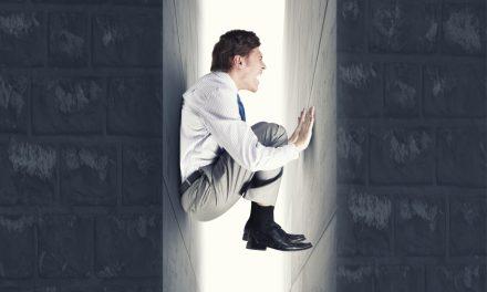 کلاستروفوبیا (تنگناهراسی) چیست؛ دلایل،علائم و راههای درمان
