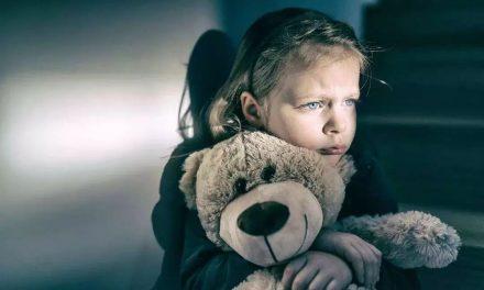 ۶ تاثیر مخرب آسیبهای روانی دوران کودکی در بزرگسالی و شکلگیری هویت