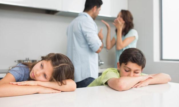 والدین تا چه حد مجاز به جروبحث در مقابل کودکان هستند؟
