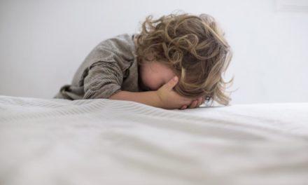 بیماری اوتیسم چیست؛ و علائم و عوامل ایجاد این بیماری