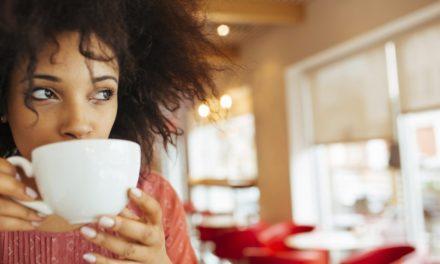 ۱۷ عادتی که انرژی شما را بیشتر از خوردن قهوه تقویت میکند!