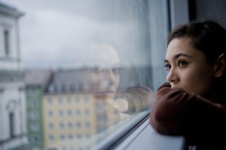 فوبیا ۴. آگورافوبیا (Agoraphobia) یا ترس از فضاهای باز یا شلوغ