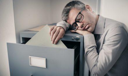 تاثیر کمخوابی بر شما و شغلتان