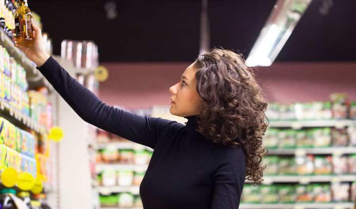 ۱۰. کالاهای داخل قفسههای فروشگاه را بهدقت وارسی کنید.