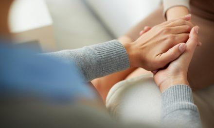"""۱۰ ویژگی رفتاری افرادی که از قدرت """"همدلی"""" با دیگران برخوردارند."""