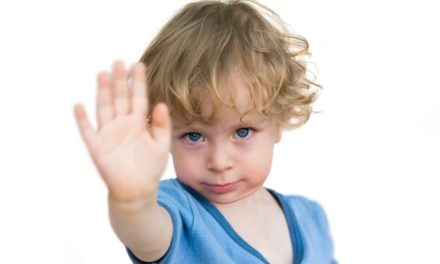 چند عادت بد والدین که بر سلامت کودکان تأثیر دارد