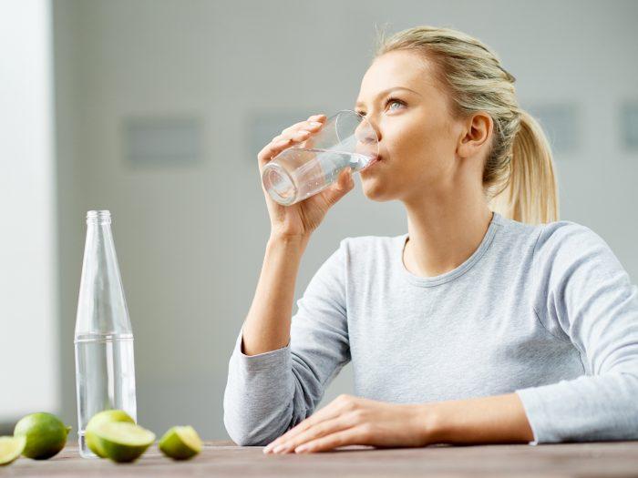 ۲۲. نوشیدن آب بهصورت منقطع
