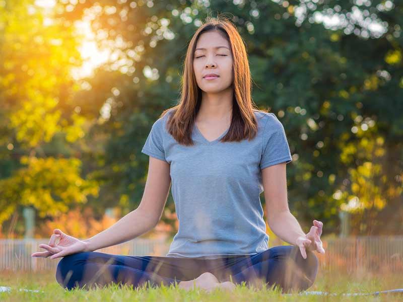۳. حالت ساده نشستن (Sukhasana)