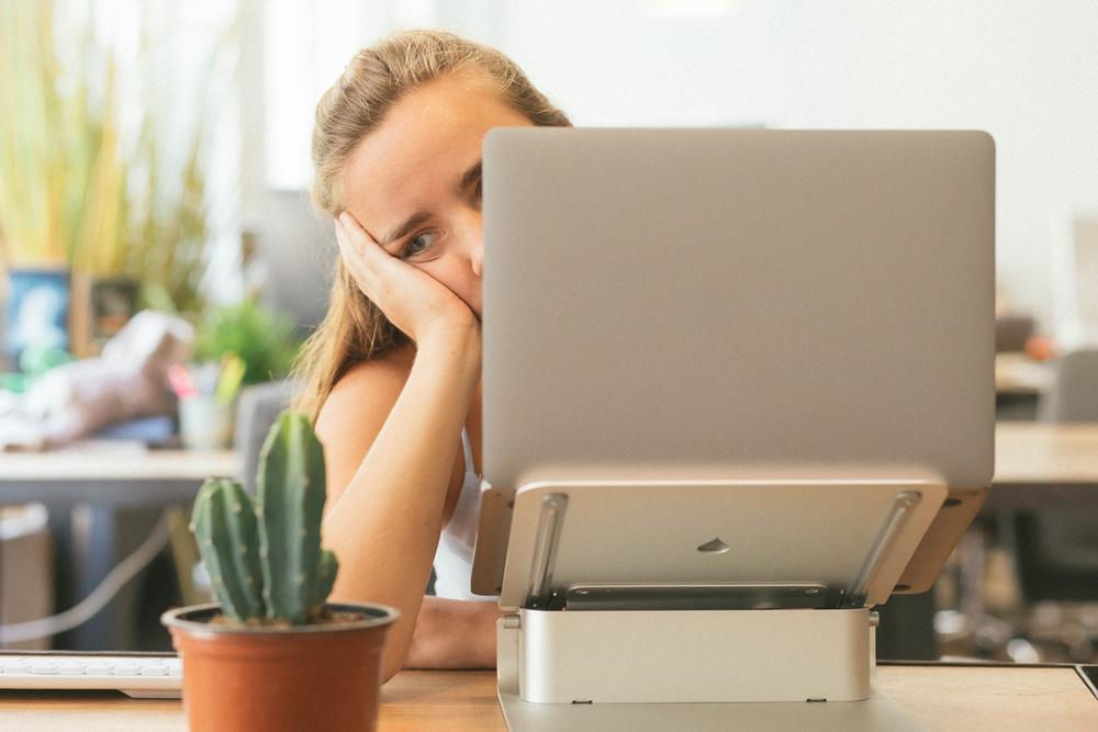 ۴. اجازه دهید کارمندانتان از سایر منابع در خصوص سلامت روان آگاه شوند.