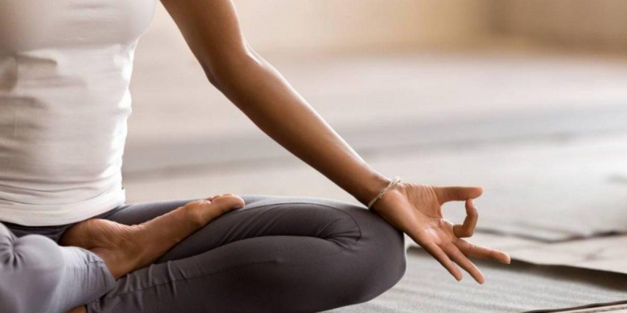 ۱۰ حرکت ساده یوگا برای رسیدن به آرامش ذهن