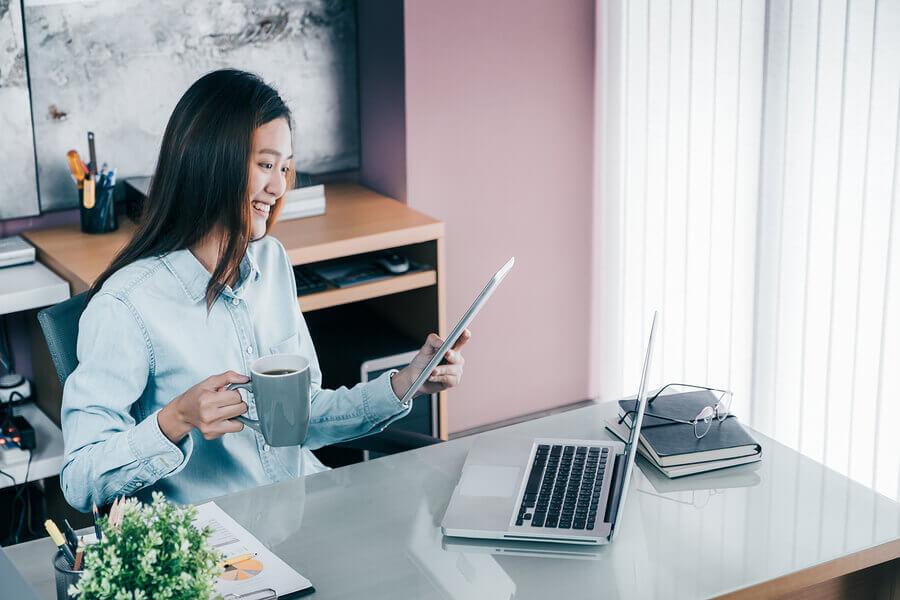 ۳. چک کردن پیاپی ایمیل