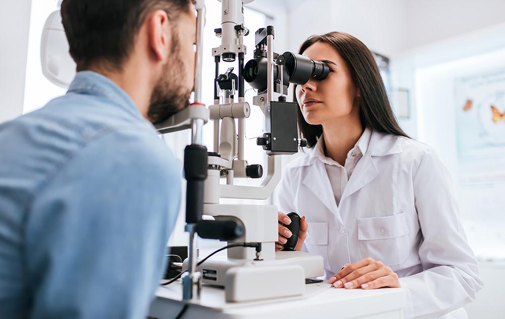 ۵ اشتباه رایجی که سلامتی چشم ها را به خطر میاندازد.