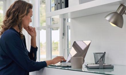استانداردهای ارگونومی کار با کامپیوتر؛ چرا وقتی از خانه کار میکنیم بیشتر خسته میشویم؟
