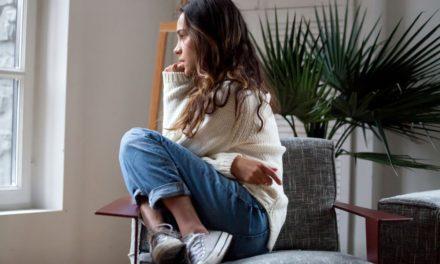 ۴ نوع گفتگوی ذهنی منفی با خود که باید آن را متوقف کنید.