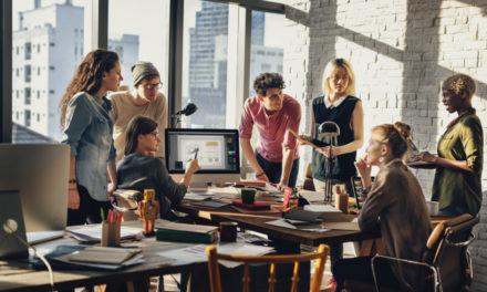۱۲ رفتار اشتباه در محیط کار که باعث به خطر انداختن موقعیت شغلی می شود!